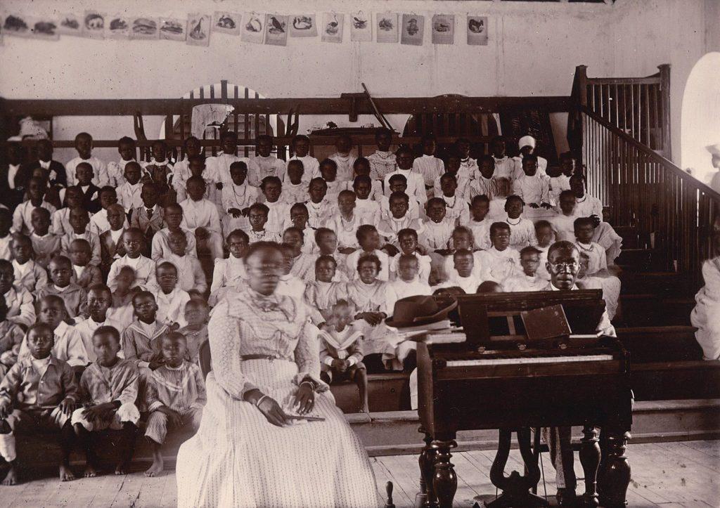 Elever og lærere på Peter's Rest School.