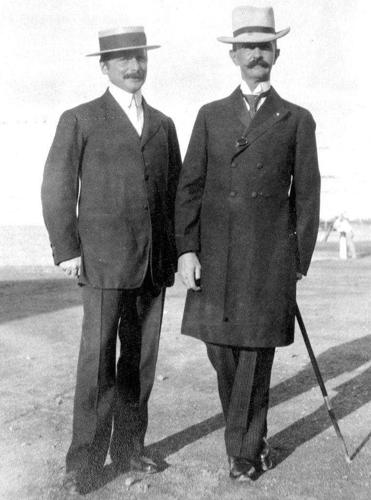 Billede af O. Rübner-Petersen og Ejnar Olsen.